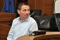 Z brutální vraždy bezdomovce, podle obžaloby provedené zvlášť surovým i trýznivým způsobem, se zpovídal před Městským soudem v Praze 59letý Bohumil Vorlíček z Hloubětína.