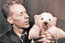 Někdejší šéf pražské zoo Jan Vlasák se zapsal do historie úspěšným odchovem ledního medvíděte Ilun alias Sněhulky, což se jeho týmu podařilo jako prvnímu na světě.