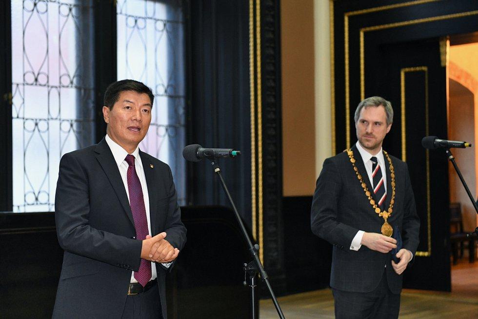 Primátor Zdeněk Hřib (Piráti) přijal tibetského lídra.