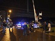 Muž v pražském Radotíně přebíhal železniční trať, střet s rychlíkem nepřežil
