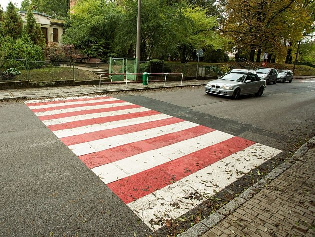 Červeně označený přechod pro chodce vŘíčanech.