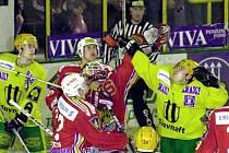 Hokejisté Sparty ve finále play-off 2000 vyzvali obhájce titulu ze Vsetína.