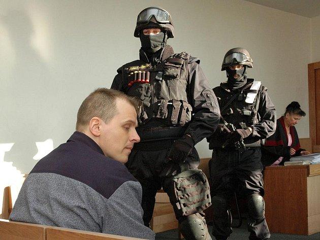 Před odvolacím senátem Vrchního soudu v Praze stanul Robert Tempel, někdejší známá postava západočeského podsvětí, proslulá pod přezdívkou Psycho.