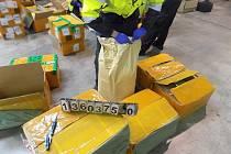 Ruzyňští celníci zabrali 780 kilogramů chemikálií pro výrobu drog.