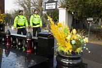 Pražští strážníci budou o Velikonocích dohlížet i na bezpečnost v okolí hřbitovů.