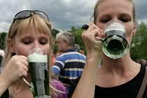 V pátek začal v parku Parukářka 1.ročník Žižkovského pivobraní. Představí se 65 pivních speciálů z produkce malých českých pivovarů.