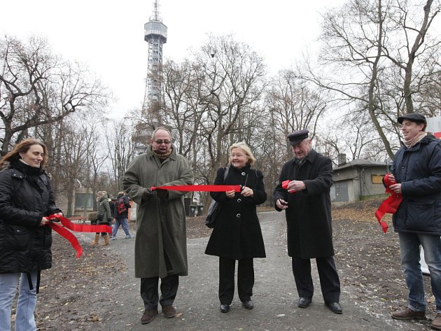 Slavnostní propojení okolí Petřínské rozhledny s areálem historických zahrad Strahovského kláštera