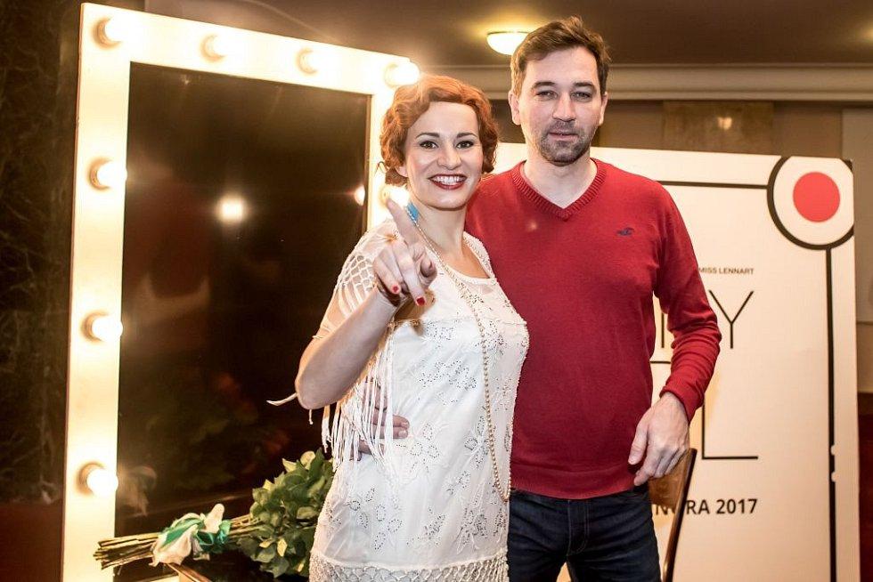 Ukázka kostýmů k chystanému představení Funny Girl v pražském Divadle Dva. Na snímku Monika Absolonová a Ondřej Sokol.