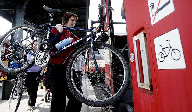 Vloni cyklovlaky použilo přes šest tisíc cestujících, kteří přepravili více než 700 kol.