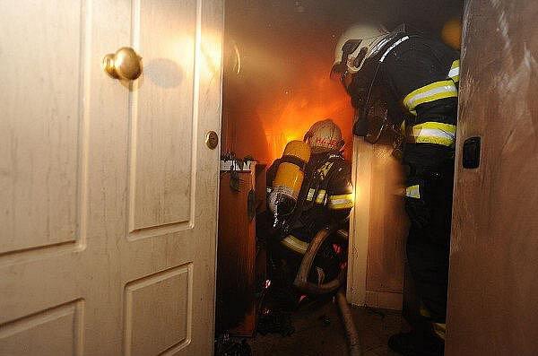 Požár bytového domu v Legerově ulici v Praze.