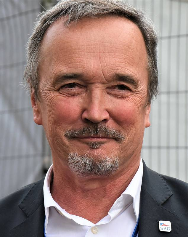 Mgr. Jiří Kobza, 65 let, poslanec, diplomat, SPD.