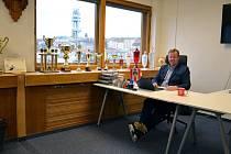 BOSS. Milan Richter je funkcionářským obojživelníkem. Úspěšně pracoval v hokejových vodách, od loňského roku byl předsedou představenstva fotbalové Viktorie Žižkov a nyní je společně s Jiřím Rývou i spolumajitelem tradičního klubu.