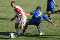 Slavia v přípravě přejela Varnsdorf 5:0. Na snímku s míčem obránce Marek Čepelák.