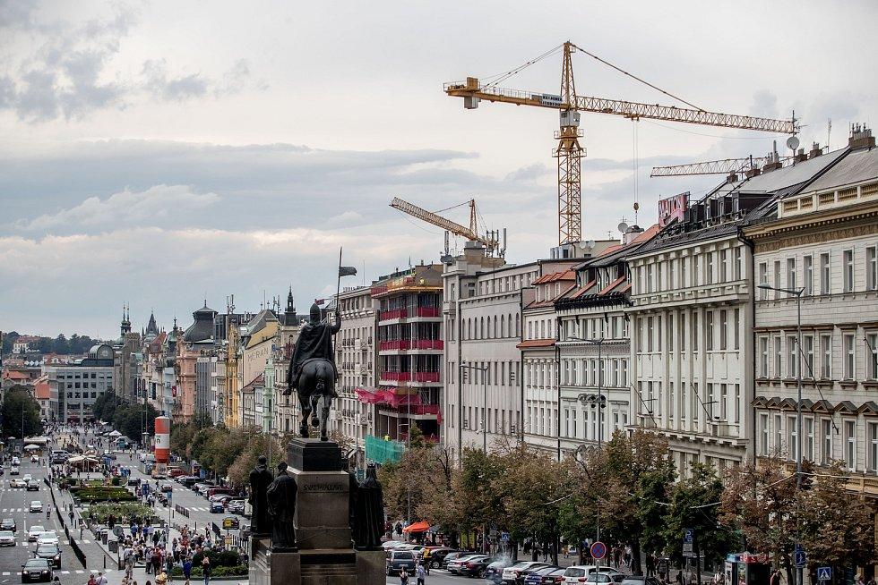 Stavební ruch na pražském Václavském náměstí 5. září 2019 v Praze. Výstavba The Flow Building.