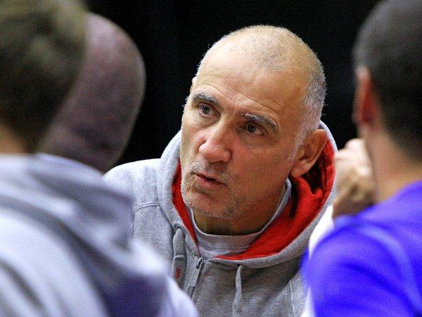 STRATÉG! Už šestým rokem vede basketbalisty USK Praha uznávaný americký kouč Ken Scalabroni.