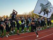 Black Panthers se radují z vítězství.