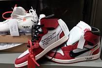 Zajištěné padělky bot značky Nike.