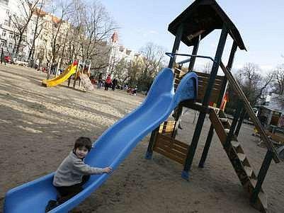 Součástí dotovaného projektu byla i obnova dětských hřišť./Ilustrační foto