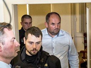 Obvodní soud pro Prahu 1 uvalil  vazbu na předsedu Fotbalové asociace Miroslava Peltu
