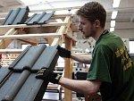 Mezi českými zaměstnanci se šíří nová praktika. Nepřijít do práce