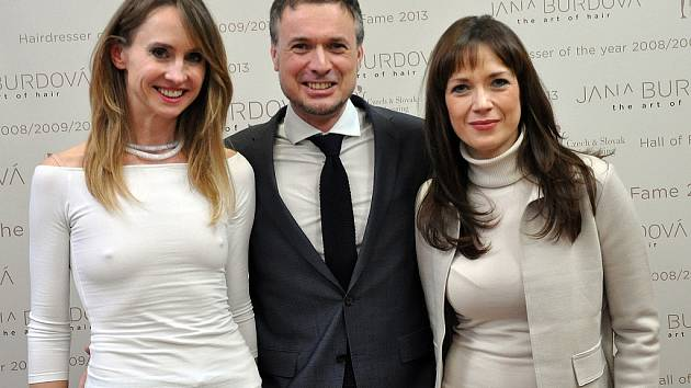 Jana Burdová, David Hora a patronka Proměn s Deníkem herečka Tereza Kostková.