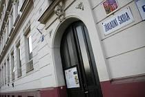 ZAVŘENO, STÁVKUJEME. To v pondělí ohlásí svým žákům polovina pražských škol./Ilustrační foto