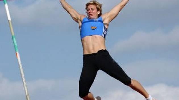 VZHŮRU K REKORDŮM. K ozdobám letošního memoriálu bude patřit tyč žen s bronzovou z mistrovství světa Pavlou Rybovou.