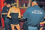 Kontrolu veřejných domů by i nadále měli na starosti strážníci a úředníci radnice. Nový zákon by jim ale dával mnohem více pravomocí.