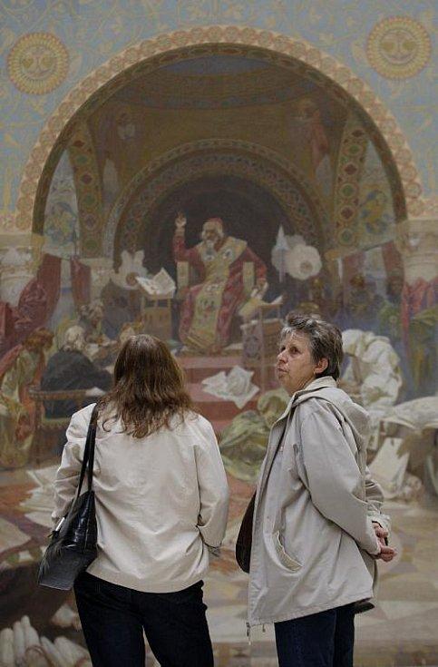 Pět pláten Muchovy Slovanské epopeje bylo 12. dubna vystaveno v Národní galerii v Praze.