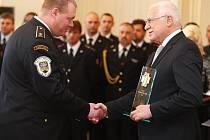 Václav Klaus rozdával ocenění za nejlepší záchranářský čin roku 2010,