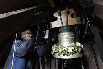 Do věže kostela ve Zdibech u Prahy se vrátily dva zvony. Zaujaly místo původních dvou, které byly v roce 1917 odvezeny a zničeny pro válečné účely.