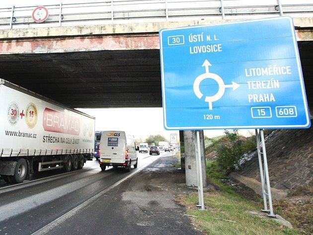 Minimálně patnáct let je v plánu stavba napojení na dálnici D8 u Odoleny Vody. Názory na to, zda je nájezd potřeba, se různí. Ilustrační foto.
