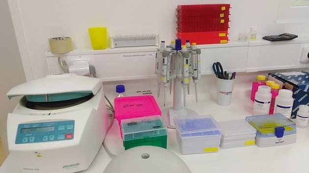 Soukromé zařízení Tilia Laboratories nemůže testovat lidi na koronavirus, i když odhalilo dva případy nákazy.