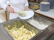 Vydávání školních obědů. Ilustrační foto.