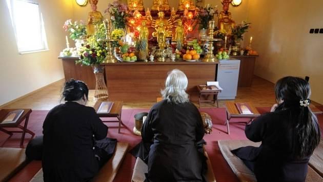 Občanská sdružení META a Klub Hanoi uspořádaly 17. dubna v Praze komentovanou prohlídku areálu Sapa. Na snímku je tamní buddhistický chrám.