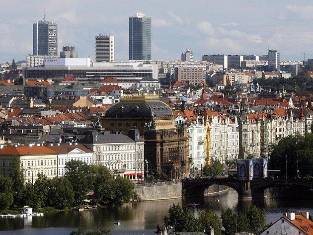 ROZDÍLNÝ POHLED. Na Pankráci by podle plánů developerů měly vyrůst další budovy, z nichž by byl jistě hezký výhled na historickou Prahu. Na ně by se ale tak dobře nedívalo.