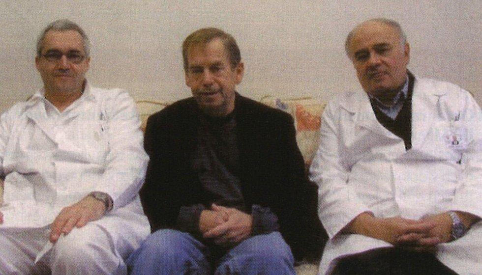 Václav Havel s MUDr. Janem Bytešníkem (vlevo) a doc. MUDr. Janem Malým.