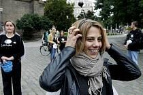 Zpěvačka Aneta Langerová se jako patronka zúčastnila na pražském náměstí Míru zahájení osmé celonárodní charitativní sbírky Den, kdy svítí světlušky.