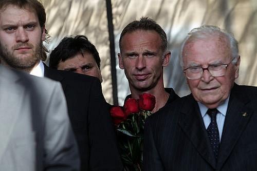 Rozloučení s hokejovými reprezentanty Janem Markem, Karlem Rachůnkem a Josefem Vašíčkem, kteří zahynuli při leteckém neštěstí ruského klubu Lokomotiv Jaroslavl, proběhlo 11. září.