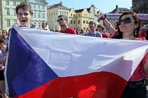 Fanoušci na Staroměstském náměstí.