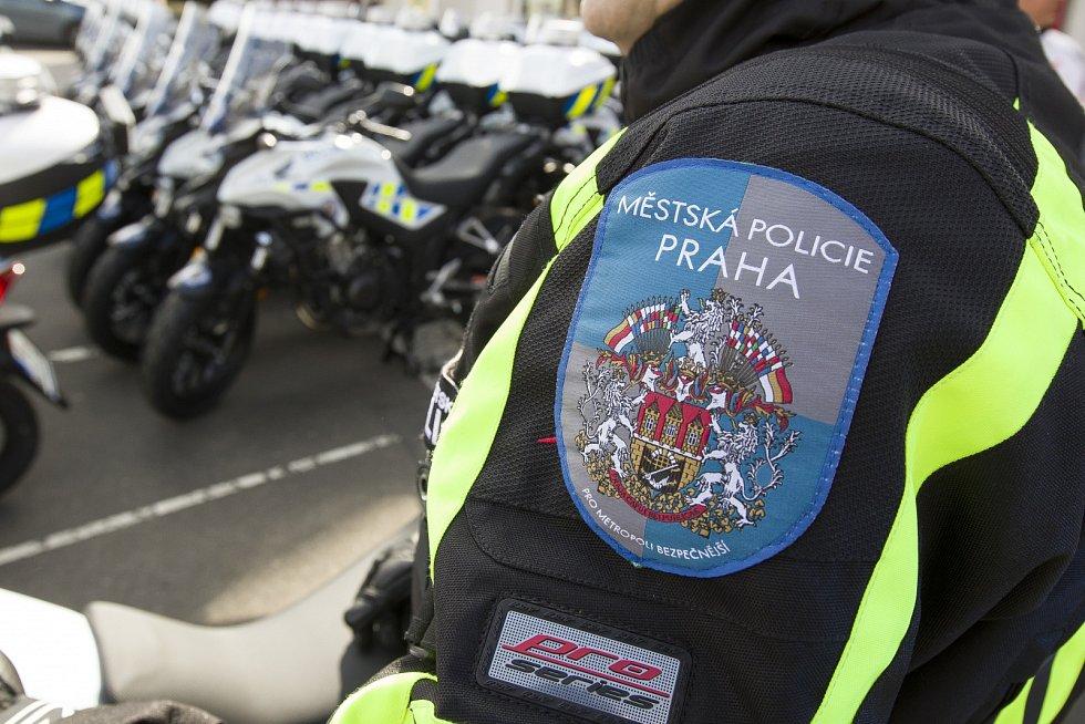 Pražští strážníci dsotali nové motocykly.