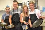 Část českého kuchařského týmu, která v úterý odletěla do thajského letoviska Pattaya bojovat v prestižní kuchařské soutěži. Zleva Milan Macháček, Antonín Bradáč, Kateřina Levá a Jan Davídek.