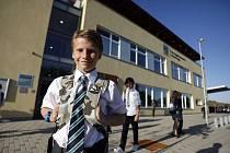O DEN DŘÍVE. Kratší prázdniny měli žáci soukromé The Prague British School, do školy museli už v pondělí.