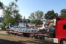 Válečné gondoly z Benátek v Praze poprvé okusily slanou vodu při příležitosti festivalu Navalis.