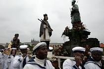 Procesí k oslavě 280. výročí svatořečení sv. Jana Nepomuckého vyšlo 15. května z katedrály sv. Víta a došlo na Křížovnické náměstí v Praze.
