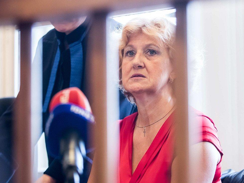 Věra Marešová u soudu.