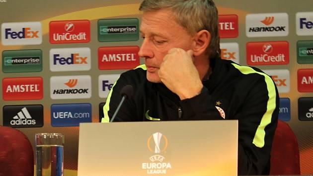 Fotbalový trenér Sparty Praha Zdeněk Ščasný na tiskové konferenci před zápasem Evropské ligy proti Tripolisu.
