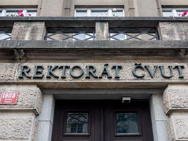 Oblíbené pražské místo rektora Českého vysokého učení technického Petra Konvalinky - Stavební fakulta a rektorát ČVUT.
