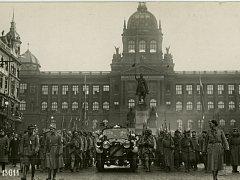 Výstava Praha 1848-1918 vystavuje fotografie a další dobové materiály 70 let před vznikem republiky.