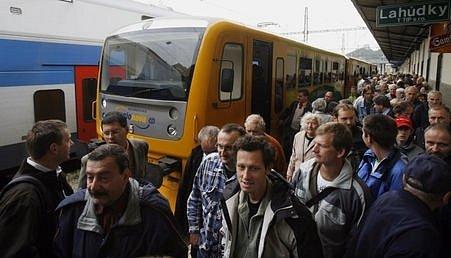 Vedení metropole plánuje vznik městské železniční dopravy. V západní Evropě je známá pod označením S-Bahn.